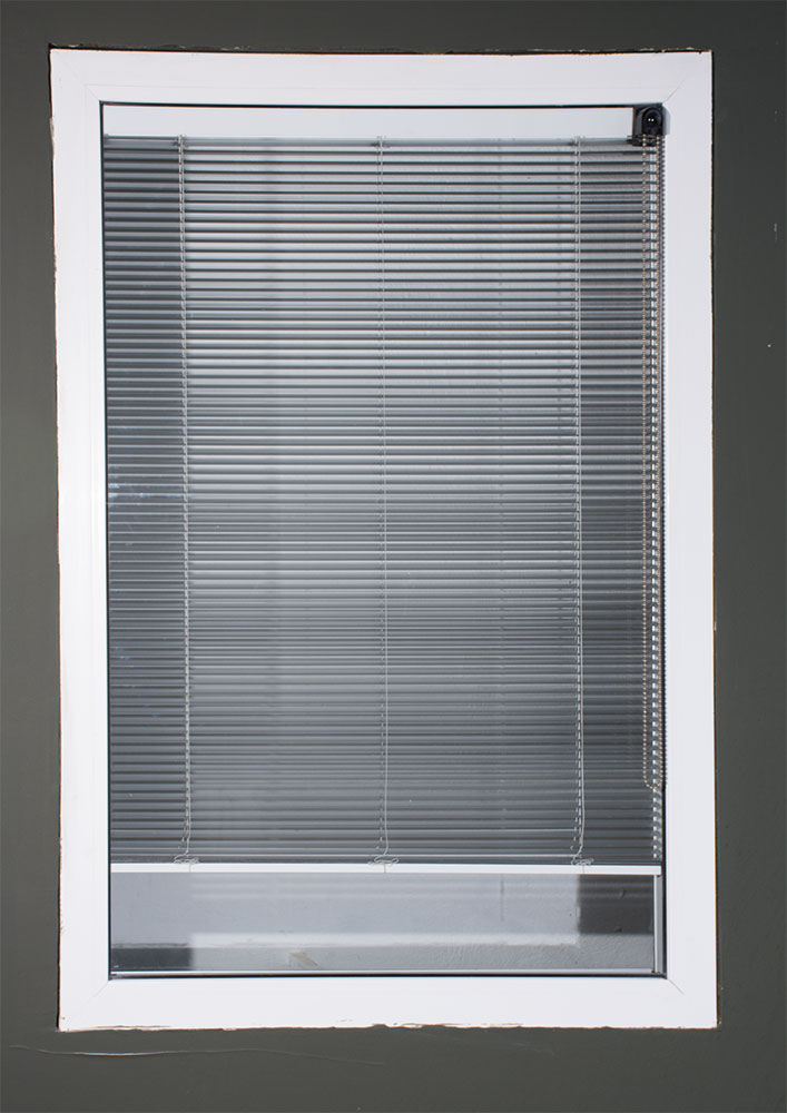 پرده کرکره بین شیشه دو جداره